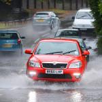 Hướng dẫn chọn lốp xe an toàn khi lái xe trời mưa